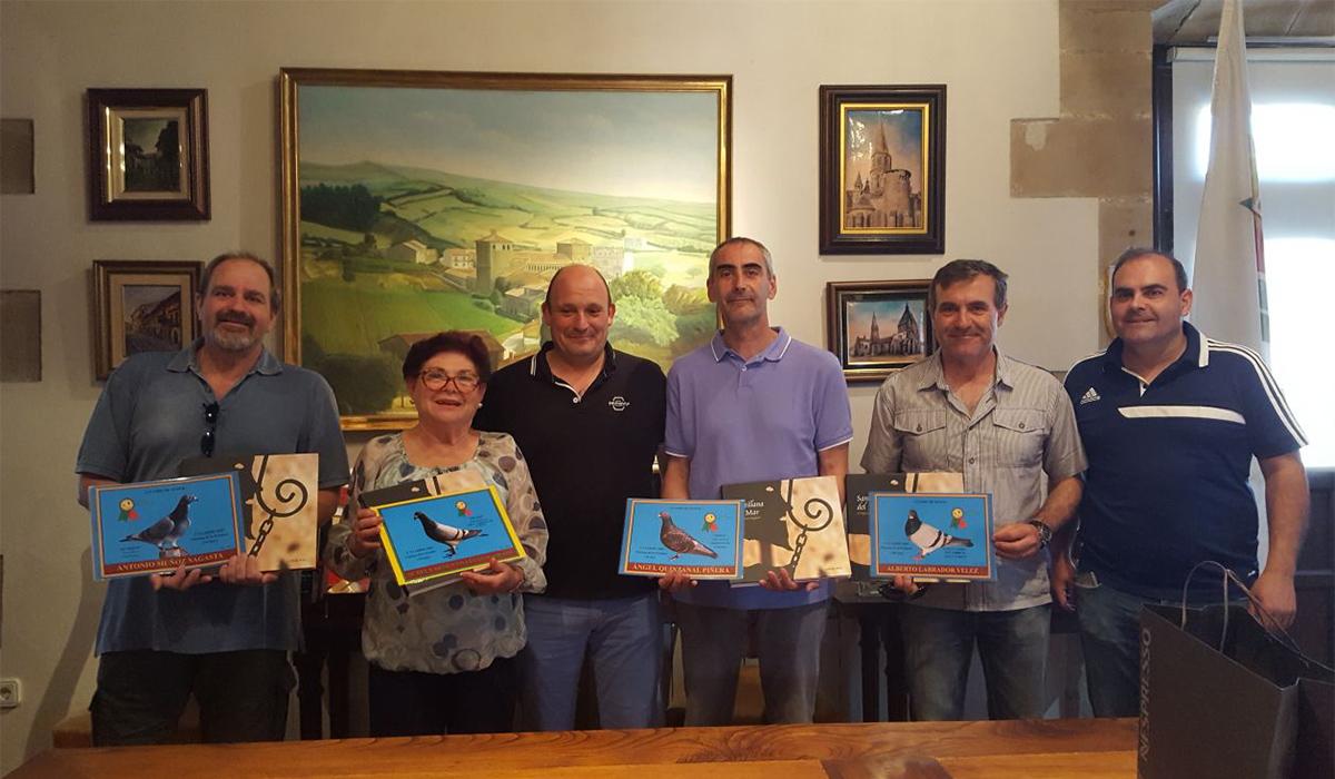 Ángel Quintanal, vencedor de la prueba y Mº del Carmen Villegas,cuarta, recibieron sus premios de manos del teniente alcalde Ángel Rodríguez Uzquiza