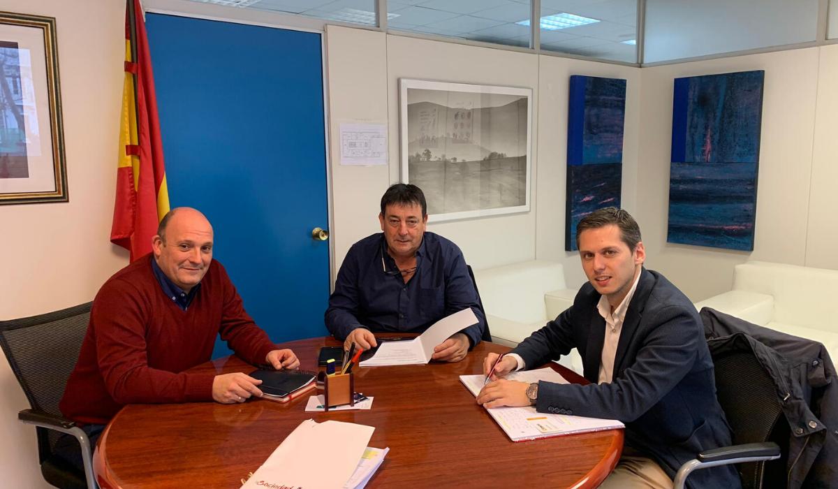 El Ayuntamiento de Santillana del Mar y el Gobierno de Cantabria trabajan conjuntamente para futuros proyectos deportivos en el municipio