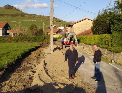 El Ayuntamiento de Santillana del Mar comienza las obras de ampliación del acceso al pueblo de Vispieres.