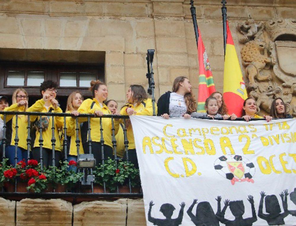 El Ayuntamiento de Santillana del Mar homenajea al C.D. Oceja femenino por su ascenso a 2ª división