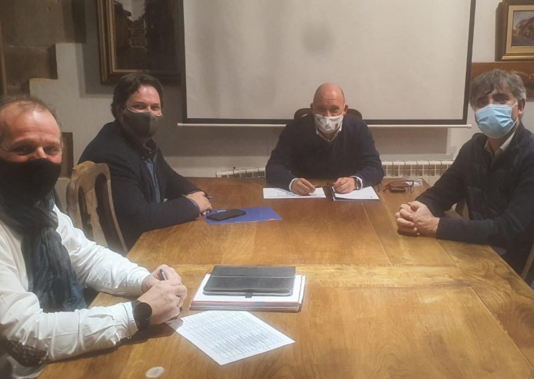 El Ayuntamiento de Santillana del Mar se reúne con la empresa de transportes ALSA para acordar un horario que se adapte a las necesidades del municipio