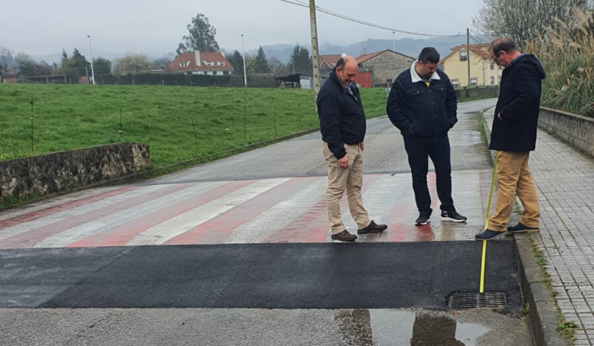 El Ayuntamiento de Santillana del Mar remodela los pasos elevados de los pueblos de Mijares y Queveda