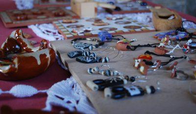 exposición de cerámica y artesanía